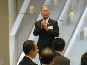 挨拶をする来賓の田中龍夫市長