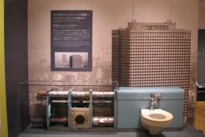 """昭和43年に完成した超高層ビル""""霞が関ビルディング""""に採用された壁付サニタリーユニット。"""